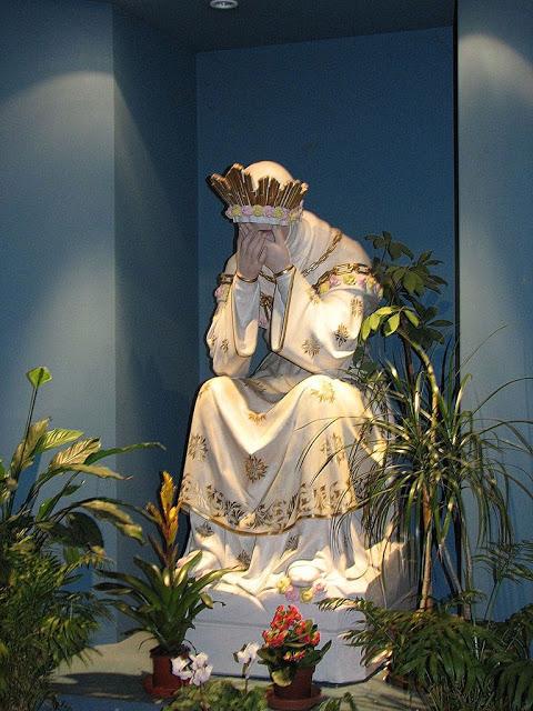 La Salette, Nossa Senhora rainha destronada