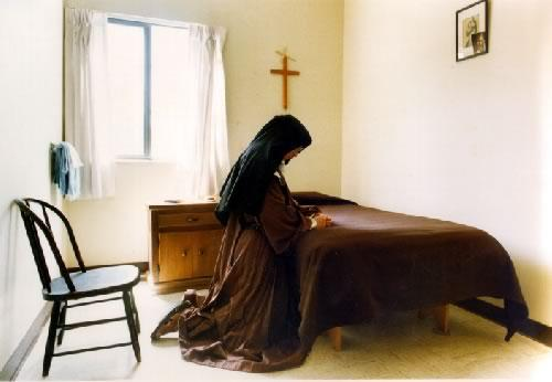 image Nun praying